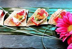Tataki de thon à queue jaune chips de taro wakame et tobico sauce au wasabi sésame et sirop d'érable  #tataki #bouchée #cuisine #cater #catering #traiteur #traiteurmtl #event #party #food #instafood #instagood #foodie #foodies #mtlfood #foodmtl #evenementiel #foodporn #foodstagram by robertalexistraiteur