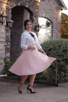 Here's wishing you all a happy weekend! 💓 Our beautiful Lexi Pink Pleated Skirt has arrived 💓 Link in bio