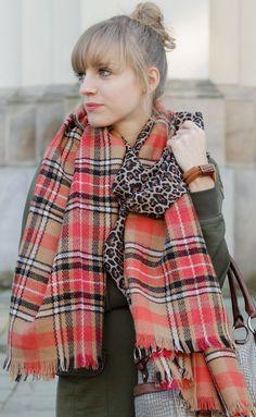 #blogger  Mein Look mit European Culture und zwei Schals von Roland und Freya: http://www.miss-annie.de/warum-nur-einen-schal-tragen/