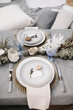 Ethereal beach wedding table decor | Image by Keisy and Rocky