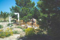 """Die erste """"nach Corona"""" Hochzeit 2021 war ein Traum. Ein unglaublicher Traum, denn für uns alle ging dieser in Erfüllung.Und es scheint als ob noch mehr Paare dieses Jahr kommen, heiraten, feiern, Wein trinken, tanzen und glücklich sind. Genauso wie wir.Danke!Fotos @blowupphotoBlumen @graciaylapencaMakeup @nataliacabreraclemente#destinationwedding #spanien #hochzeitsinspiration #hochzeit2021 Mediterranean Wedding, Wedding Ceremony Decorations, Am Meer, Wedding Designs, Dolores Park, Travel, Painting, Corona, Pictures"""