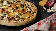 Domácí pizza se špenátem, smetanou a karamelizovanou cibulkou Mozzarella, Quiche, Pizza, Breakfast, Recipes, Morning Coffee, Recipies, Quiches, Ripped Recipes
