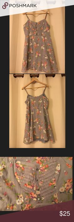 LC Lauren Conrad Floral Dress Perfect dress for spring and summer! Beautiful floral pattern, with a light liner. Pair with sandals for a casual spring day or wedge heels for a summer date night!         💸Make me an offer 💸                                                        🛍Thank you for shopping 🛍 LC Lauren Conrad Dresses