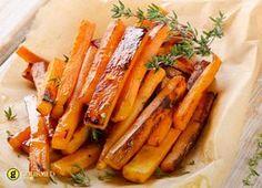Ψητά καρότα στην λαδόκολλα με θυμάρι - gourmed.gr Glazed Sweet Potatoes, Grilled Sweet Potatoes, Fried Potatoes, Side Recipes, Real Food Recipes, Cooking Recipes, Healthy Recipes, Sweet Potato Seasoning, Sweet Potato Chili