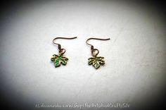 Pendientes de preciosas hojas con patina verde de Arts&Crafts por DaWanda.com