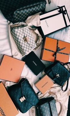 New LV Collection For Louis Vuitton Handbags,Must have it Vuitton Bag, Louis Vuitton Handbags, Purses And Handbags, Luxury Bags, Luxury Handbags, Mode Poster, Sacs Design, Cute Bags, My Bags