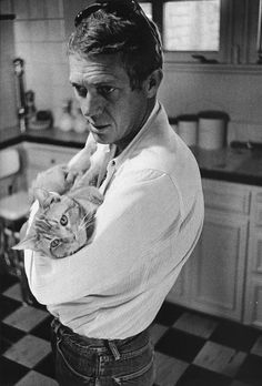 Since I'm on a roll with Steve McQueen, I might as well keep rolling. I picked up William Claxton's Book of Steve McQueen photos on a clos. Crazy Cat Lady, Crazy Cats, I Love Cats, Cool Cats, Steeve Mcqueen, Men With Cats, Celebrities With Cats, Animal Gato, Son Chat