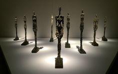 存在の不安を突きつける恐るべきジャコメッティの彫刻 Alberto Giacometti, Scene, Lighting, Artist, Portraits, Home Decor, Decoration Home, Room Decor, Artists