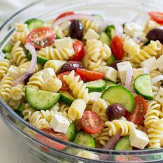 A fresh and easy Greek Pasta Salad just in time for summer! This crowd-pleasing … A fresh and easy Greek Pasta Salad just in time for summer! This crowd-pleasing side dish is tasty with grilled meats and at all your backyard barbecues. Healthy Cooking, Healthy Eating, Cooking Recipes, Healthy Recipes, Healthy Drinks, Cooking Ribs, Cooking Steak, Meal Recipes, Greek Recipes