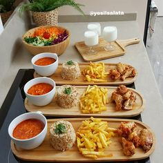 Tavuk kanat sevenler bir de bu tarifi deneyin 😍 En pratiğinden akşam yemeğ… Chicken wings lovers also try this recipe 😍 If I say dinner from the most practical 🙆♀️ It is very easy to prepare all in 1 hour . Iftar, Food Platters, Food Dishes, Bistro Food, Good Food, Yummy Food, Cooking Recipes, Healthy Recipes, Food Decoration