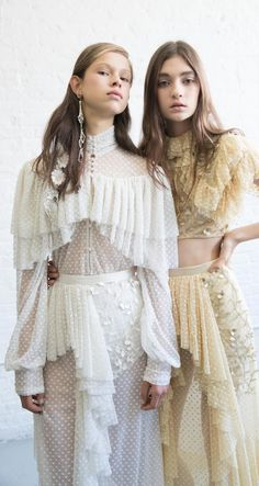 Find tips and tricks, amazing ideas for Spring couture. Discover and try out new things about Spring couture site Fashion Details, Look Fashion, Runway Fashion, Fashion Show, Edgy Summer Fashion, Trendy Fashion, High Fashion, Fashion Trends, Romantic Style Fashion