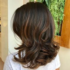 70 Brightest Medium Layered Haircuts to Light You Up - - Wavy Layered Brunette Hairstyle With Caramel Highlights Medium Length Hair Cuts With Layers, Layered Hair With Bangs, Medium Layered Haircuts, Haircuts For Medium Hair, Blonde Haircuts, Long Layered Hair, Medium Hair Cuts, Long Hair Cuts, Wavy Hair