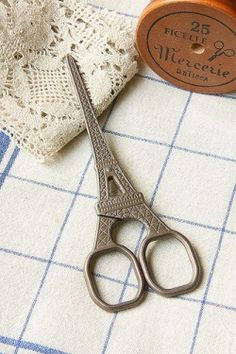 Antique Style Scissors - Eiffel Tower--I need a pair!