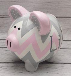 Chevron rosa y gris bebé pintado cerámica a mano artesanal