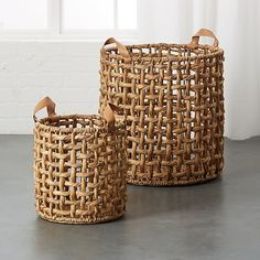 Shop Links Natural Baskets with Handles. Natural woven basket opens itself to all the storage possibilities. Made of undyed natural water hyacinth, basket features leather handles accented by brass fasteners. Contemporary Baskets, Modern Baskets, Rope Basket, Basket Weaving, Farmhouse Christmas Decor, Basket Decoration, Storage Baskets, Leather Handle, Decorative Accessories
