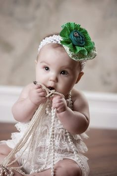 What a hair bow! Sweet baby with pearls #rrrmakehairbows