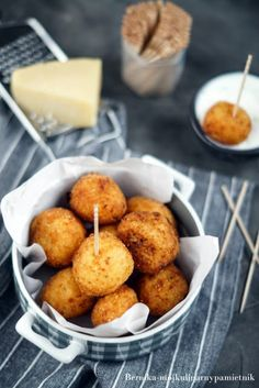 Kulki ziemniaczano-serowe | Bernika - mój kulinarny pamiętnik Gnocchi, Muffin, Food Porn, Menu, Cheese, Cooking, Breakfast, Menu Board Design, Kitchen