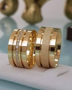 Have you been searching for cheap wedding bands? At EFES you can find wedding rings from Nuremberg. All wedding bands can be found online. Stacked Wedding Rings, Gold Wedding Rings, Wedding Rings For Women, Wedding Jewelry, Gold Ring Designs, Gold Bangles Design, Wedding Ring Designs, Engagement Rings Couple, Diamond Engagement Rings
