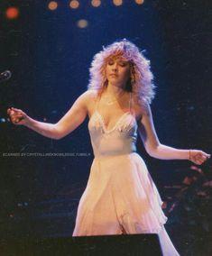Dedicated to Stevie Nicks — The Wild Heart Tour Buckingham Nicks, Stephanie Lynn, Stevie Nicks Fleetwood Mac, Women Of Rock, Look Vintage, Music People, Female Singers, Beautiful People, Celebrities