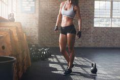 mulher-atletica-treinando