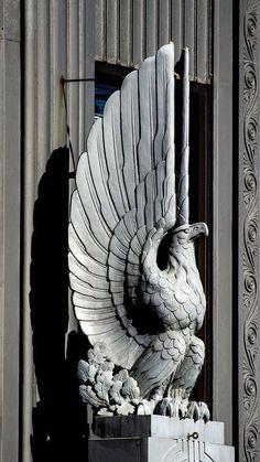 Art Nouveau, Sculpture Ornementale, Sculpture Ideas, Tableaux Vivants, Eagle Statue, Art Deco Stil, Inspiration Art, Art Deco Buildings, Ouvrages D'art