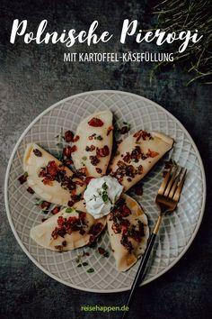 Der Klassiker der polnischen Küche sind Pierogi ruskie – Piroggen ruthenischer Art, gefüllt mit Kartoffeln und Quark. Etwas zeitaufwendig aber lecker!