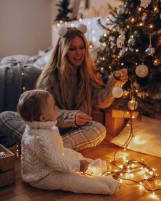 Baby Christmas Photos, Christmas Couple, Holiday Pictures, Baby Photos, Family Photos, New Year Photoshoot, Holiday Photography, Winter Photos, Christmas Aesthetic