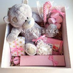 Давно в ленте не было нежности, вот пожалуйста Розовый набор с Теддисделан на заказ ко Дню Рождения -игрушка -бальзам для губ -крем-мыло -серьги-кисти -маршмелоу -зефирные конфеты -шоколад -леденец -коробка (+декор на крышке с живым цветко) _______________________ По всем вопросам и заказам direct / WA +7913-027-46-04 #подарочныйнабор #подарочныйбокс #боксвподарок #дляпраздника #box #giftbox #подарочныйбокс22 #барнаул #подаркинск #подаркибарнаул