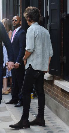 Even from the just seeing the back of him he's sexier than anyone
