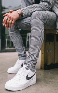 do Nike. but hey. Mode Streetwear, Streetwear Fashion, Fashion Trends 2018, Sneaker Store, Formal Men Outfit, Designer Suits For Men, Herren Outfit, Stylish Mens Outfits, Mens Fashion Suits
