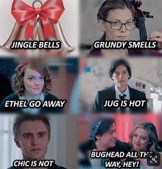 Riverdale Memes And Quotes! - What riverdale fan say at christmas Memes Riverdale, Riverdale Funny, Bughead Riverdale, Riverdale Movie, Funny Quotes, Funny Memes, Hilarious, Jokes, Riverdale Halloween Costumes