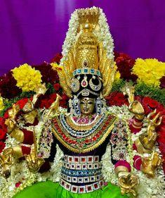 Durga Goddess Lakshmi, God Pictures, Krishna Art, Amman, Goddesses, Samurai, Om, Culture, Photos