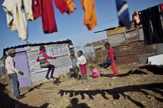 Children playing in South Africa 30 Magical Photos Of Children Playing Around The World Kids Around The World, We Are The World, Around The Worlds, World Play, African Children, Foto Baby, Slums, Photo Diary, Jouer