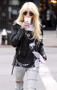 I'm obsessed with Taylor Momsen's style.