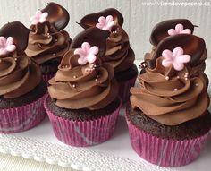 Čokoládové cupcakes plněné slaným karamelem Brownie Cupcakes, Cheesecake Cupcakes, Cheesecake Brownies, Mini Cupcakes, Cupcake Cakes, Sweet Desserts, Sweet Recipes, Dessert Recipes, Cap Cake