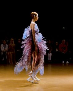Finale Dress - Sensory Seas - Iris van Herpen - Couture Source by bidgegiff clothing fantasy Arte Fashion, Fashion Mode, Runway Fashion, Ideias Fashion, Fashion Show, Weird Fashion, Fashion 2020, Iris Van Herpen, Couture Mode