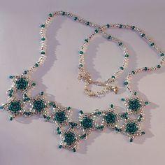 Náhrdelník - zelené hvězdy  Vyrobeno z kvalitní Jablonecké bižutérie. Zapínání řetízek s možností nastavení délky dle vašich potřeb. http://btlr.me/18y0TEk