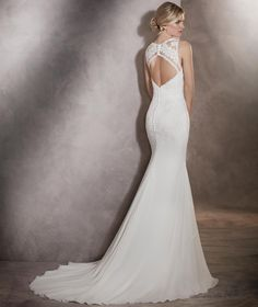 Arlet - Wedding dress in gauze and tulle with a plunging back and floral details