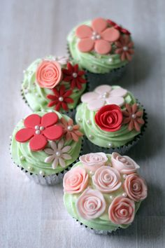 Floral pastel baby shower cupcakes from Olofson Bespoke Cakes in London - pretty!!!