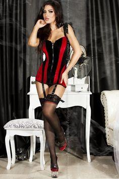 Corset très sensuelle et glamour avec un magnifique velours noir et rouge, laçage satiné dans le dos.http://delys-lingerie.fr/?wpsc-product=corset-suspenders-chilirose-ref-cr3528