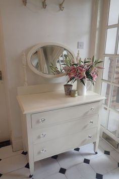 Beautiful-French-Style-dressing-table-shabby-chic-Farrow-and-Ball-paint