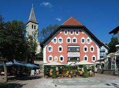 Ortskern von Saalfelden mit Rathaus und Kirche