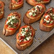 Tomato Recipes Two Tomato Bruschetta From Better Homes and Gardens, ideas and improvement projects for your home and garden plus recipes and entertaining ideas. - Two Tomato Bruschetta No Cook Appetizers, Appetizer Dishes, Healthy Appetizers, Appetizer Recipes, Delicious Appetizers, Party Appetizers, Holiday Appetizers, Party Canapes, Tomato Appetizers