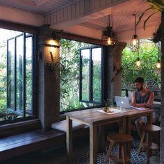 Hier lässt es sich geniessen oder auch mal arbeiten. Ubud, Bali, 2020 Vision, Restaurant, Savoury Dishes, Vegan Lifestyle, Food Styling, Food Photography, Smile
