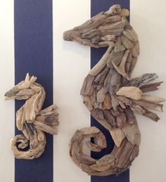 Seahorses in driftwood ♥ Twig Crafts, Diy Christmas Gifts, Communion, Woodworking Projects, Driftwood Ideas, Accessories, Seahorses, Blue Things, Blue Nails