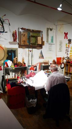 this is what i imagine a proper studio to look like [Gaetano Pesce in his studio]
