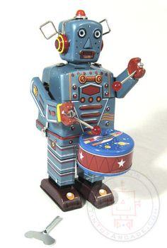 drummer robot tin toy