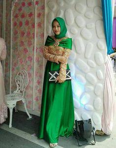 Kebaya Modern Kebaya Hijab, Party Wear, Sari, Lifestyle, Formal Dresses, How To Wear, Sewing Ideas, Model, Fashion