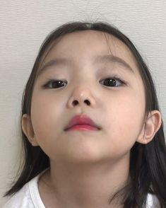 korean baby Little girl IG nazyyun Cute Asian Babies, Korean Babies, Cute Korean Girl, Asian Kids, Cute Babies, Kids Girls, Little Girls, Ulzzang Kids, Dad Baby