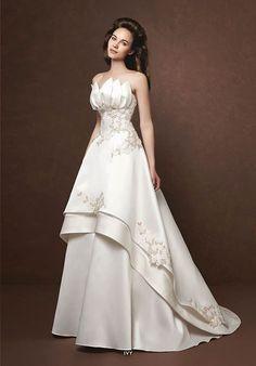 A(z) 2002 legjobb kép a(z) esküvői ruhák táblán ekkor  2019  15694cdf88
